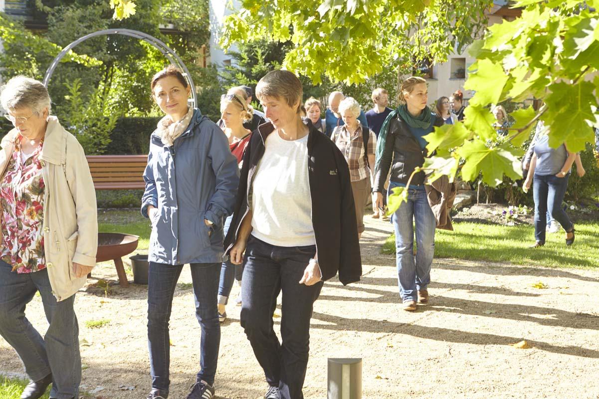 Spaziergang durch den Garten unserer Dorfgemeinschaft