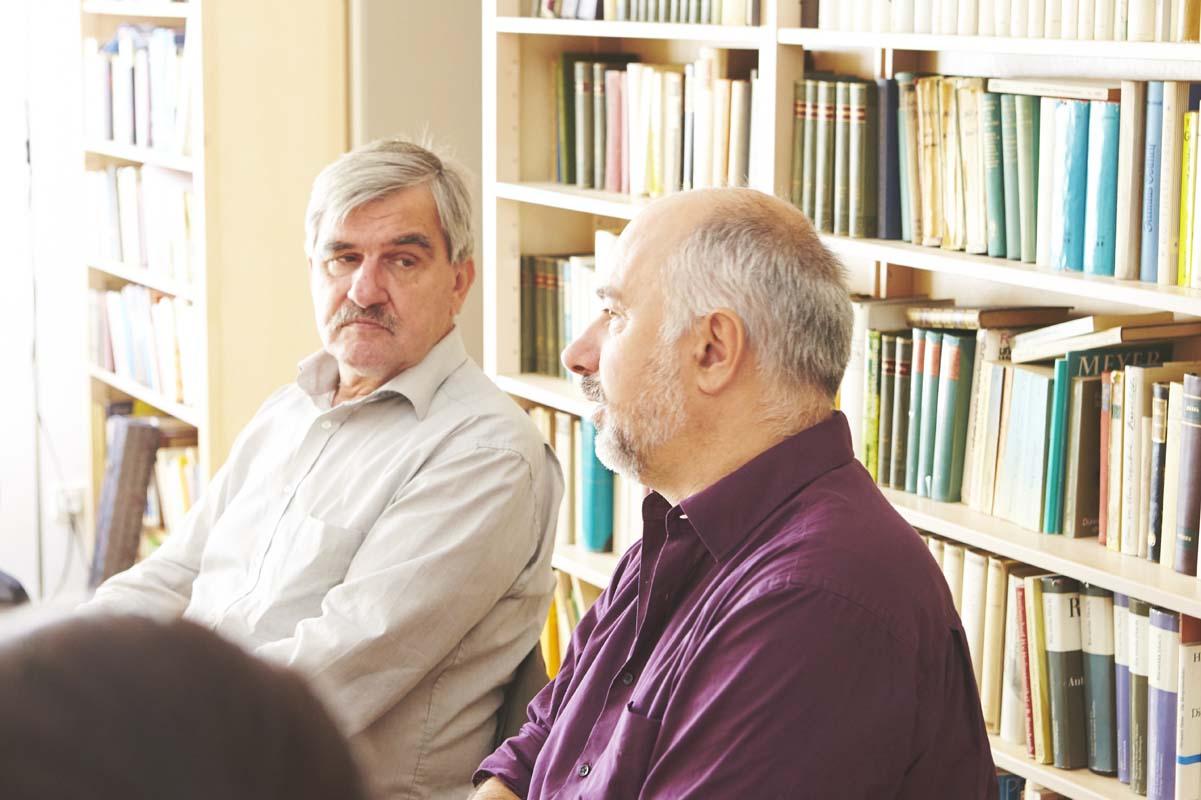 Vorstandssitzung in der Bibliothek im Dag-Hammarskjöld-Haus