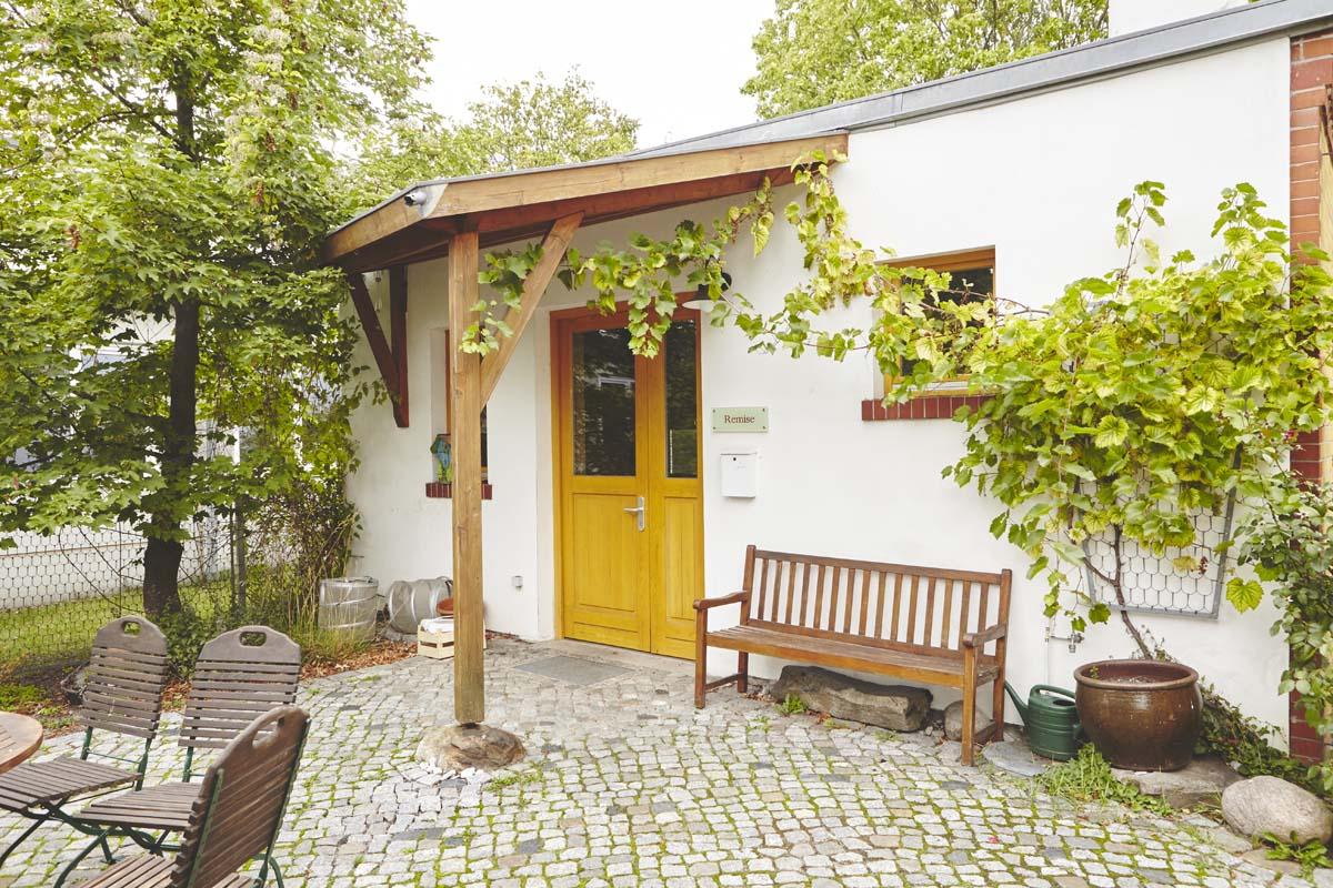 Der Eingang zur Remise in Camphill Alt-Schönow