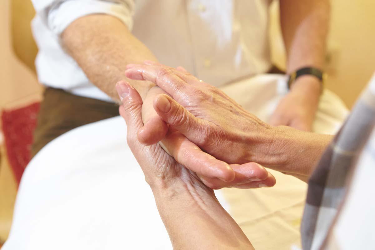 Verschiedene Griffe spielen bei der Rhythmischen Massage eine entscheidende Rolle
