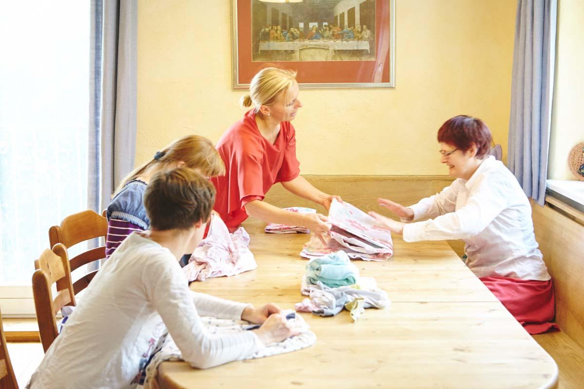 Gemeinsame Hausarbeit im Tilla-König-Haus